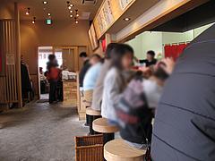 店内:カウンター席@ラーメン龍の家・春日下白水店