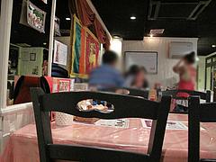 店内:テーブル席@スリランカ料理ポルポル・天神