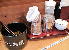 店内:卓上@博多ちゃんぽん・つけ麺・ちょき・六本松
