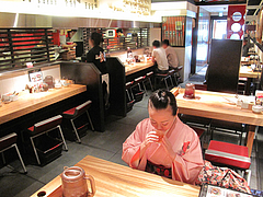 4店内:カウンター・テーブル席@博多一風堂・総本店・天神・西通り