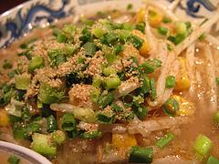 料理:もやし炒めラーメンアップ@麺屋・一の坊