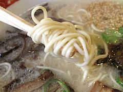 料理:博多ラーメンの麺@めんくいや・福岡市中央区渡辺通