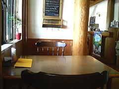 店内:2人用テーブル@マリンのおやつ田主丸店