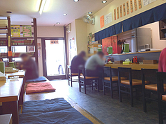 店内:カウンター席@元祖肉肉うどん・千代店