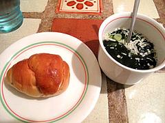 ぶどうパンとワカメスープ@大橋・パスタ専門店ポモドーロ