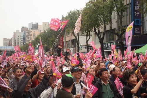 20111128_簡余晏_台湾_萌え_選挙_4