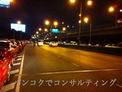 20111027_バンコク_洪水_車両