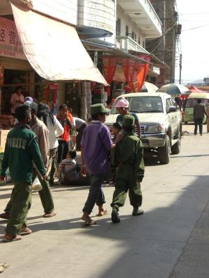 20111025_アヘン王国の少年兵