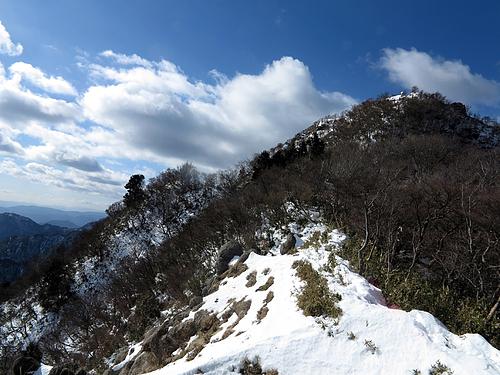 長石尾根コースより鎌ヶ岳を望む