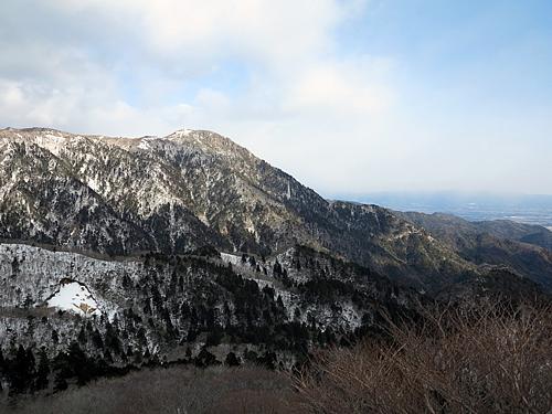 鎌ヶ岳_長石尾根コースより御在所岳を望む