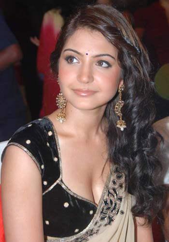 anushka_sharma_famous_bollywood_celebrity