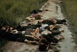 路上に転がる多くの死体