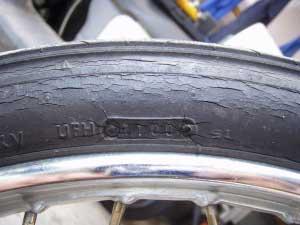 タイヤ交換2・1100