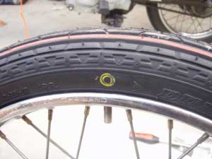 タイヤ交換16黄丸印