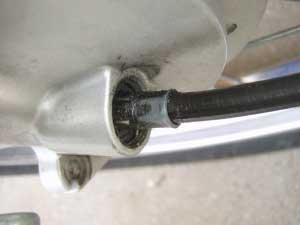 タイヤ交換4・スピードケーブ