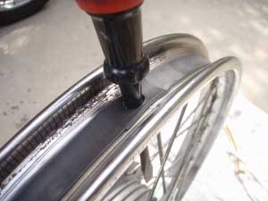タイヤ交換13・リムバンド穴