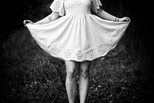 【閲覧注意】美少女が純白のワンピースでブランコ漕いだら・・・・