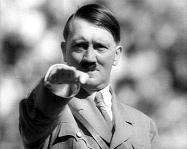 ヒトラーのTシャツ大学に着ていった結果www