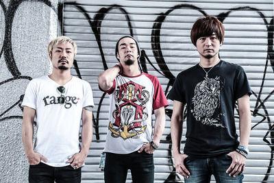 【訃報】人気バンド「SECRET 7 LINE」のSHINJI(34)さん、交通事故で死去…福岡でのイベントを終え東京に戻る途中に...