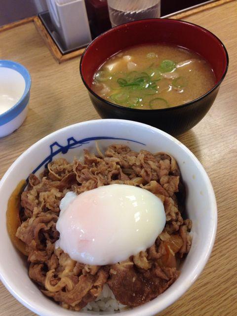 【画像あり】松屋の牛めし+半熟卵+カルビソースwwwwwww