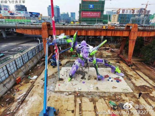【画像】中国が建てた25mのエヴァ初号機wwwwwwwww