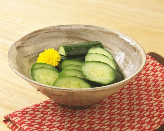 【悲報】「きゅうり」が世界一栄養のない野菜としてギネスブックに認定されるwwwwww
