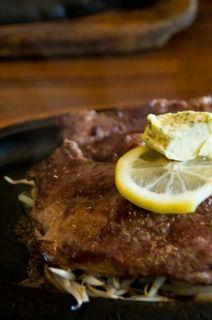 敵「ステーキ食べなきゃ…(外食3000円)」ワオ「(スーパーの1000円の肉を優雅に焼きながらワインゴキュ)