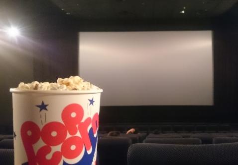 映画館で上映中になんか食ってるヤツちょっと来いwwww