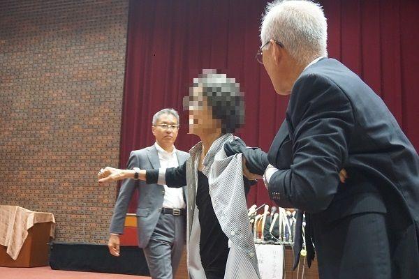 【朗報】日大学長会見に乱入した江戸っ子女性(400)「私には宇宙がついてる」
