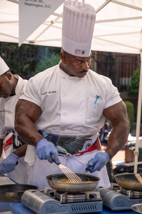 【朗報】ホワイトハウスの料理人、めっっっっちゃ強そう