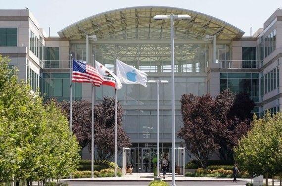 【速報】米Apple クパチーノ本社の会議室内で死体が発見される
