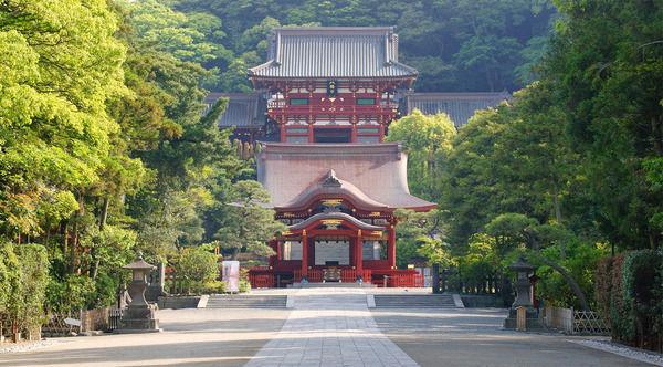 【画像あり】鶴岡八幡宮の警備員の制服がかっこよすぎて腐女子達がたじたじになってる件