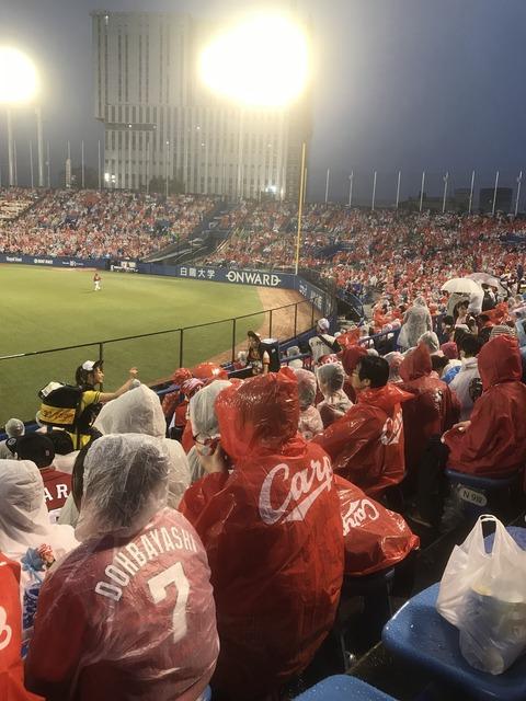 神宮球場 雨