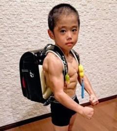マッチョすぎる8歳児今井竜惺くんが話題! 角田信朗化不可避