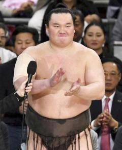 横綱 白鵬に「けん責」処分 千秋楽の三本締めで 相撲協会
