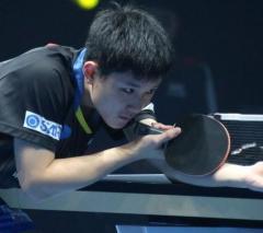張本智和、準々決勝へ 地元選手に勝利<卓球・T2ダイヤモンド>