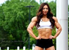 超マッチョな韓国美女Yeon-woo Jhiさん 弱い男はメロメロ
