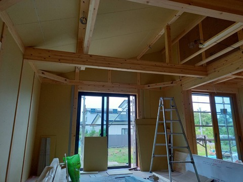 宅内は、造作工事がすすんでいます