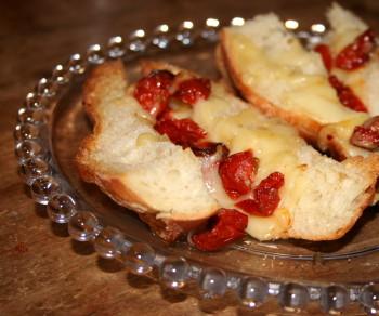 チーズトマトバケット