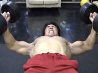 ダンベルフライのやり方 解説と実演 胸(大胸筋)のトレーニング動画