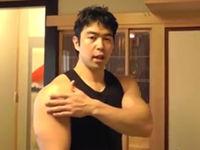 肩(三角筋前部・中部・後部)の10分間ホーム筋トレ。僧帽筋と腹筋も