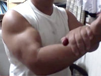 自宅で筋トレ 腕を太くする方法 スロートレーニングの権威が語るジム以上の効果 ダンベル不要のトレーニング