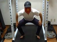 脚を鍛えるバーベルスクワットのやり方