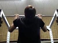 懸垂ができない人が懸垂ができるようになるための、懸垂ができるようになるトレーニング方法