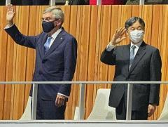 天皇陛下とバッハ会長が同列?同格?五輪開会式での振る舞いに違和感続出