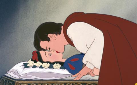 白雪姫をキス以外で起こす方法教えて下さい