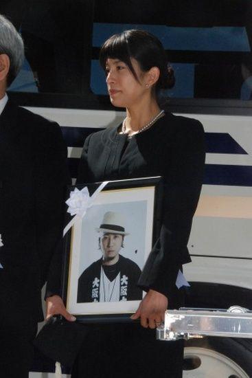 上原多香子 自死した夫の遺書公開で「俳優との不倫」発覚
