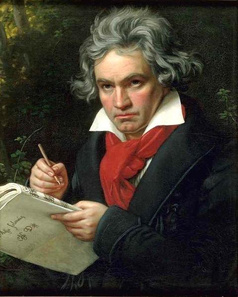家の窓を開けて大音量でベートーヴェンの曲を聴く。