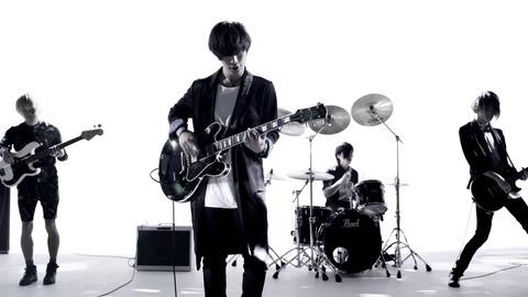 邦楽ロックバンドでボーカルのルックスもよく歌もいいバンドを教えてください。