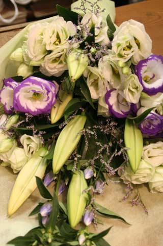 花ギフト|フラワーギフト|誕生日 花|カノシェ話題|スタンド花|ウエディングブーケ|花束|花屋|白花束